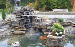 Пруд с водопадом на даче