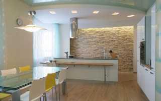Потолок на белой кухне