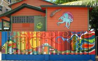 Какой краской покрасить деревянный забор
