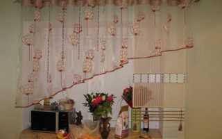 Короткие шторы на кухонное окно фото