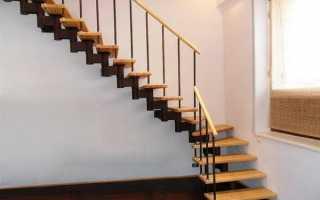 Простая лестница в доме на второй этаж
