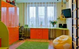 Детский стол у окна на двоих фото