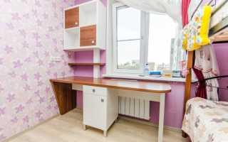 Стол около окна в детской