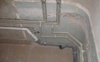 Прокладка водопроводных труб в стене