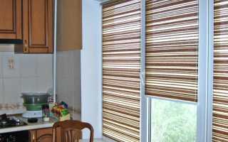 Рулонные шторы на окнах в кухне фото