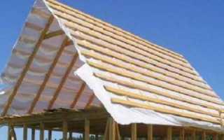 Верхняя обвязка и стропила двускатной крыши